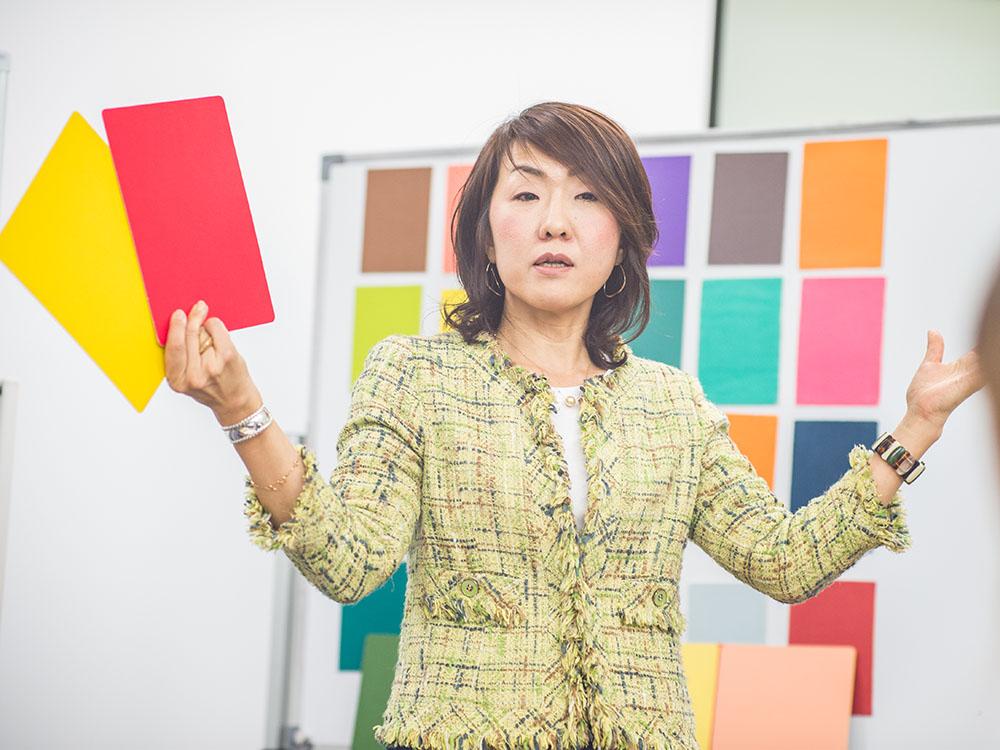 講師の桑野優子